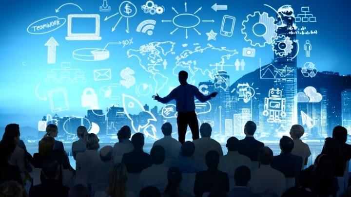 concepto-de-liderazgo-persona-hablando-en-publico