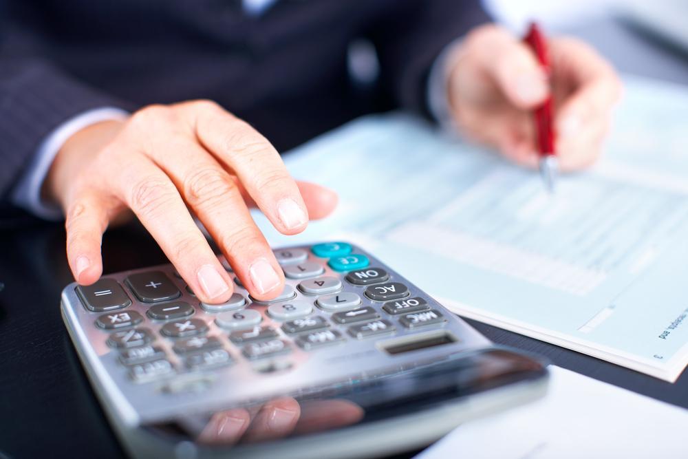 gastos-variables-en-las-empresas-haciendo-cuentas-con-calculadora
