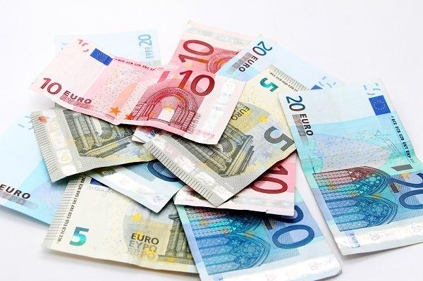 abrir-cuenta-en-suiza-Euro-banknotes