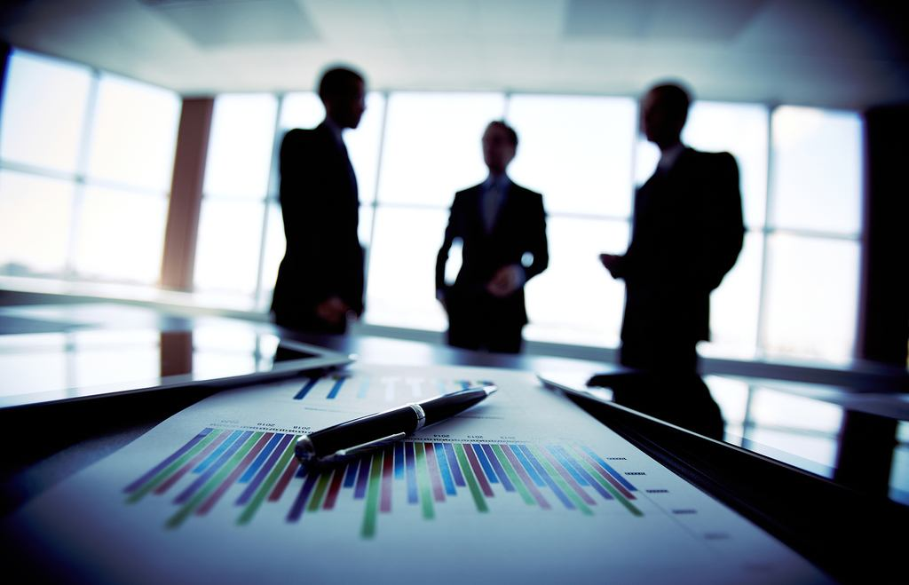 tipos-de-empresas-reunion-en-oficina