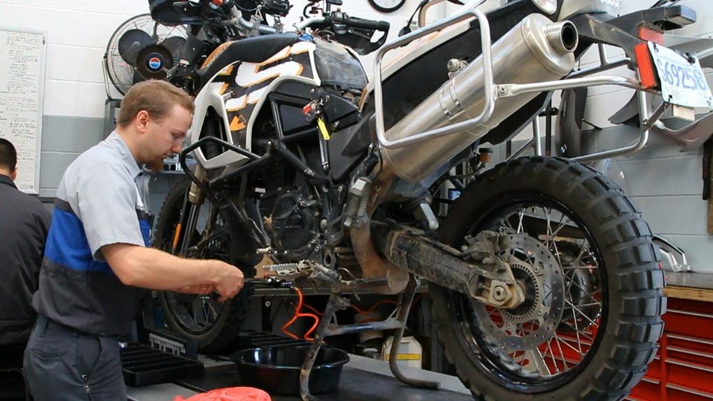 Costes del mantenimiento de una moto for Cuanto cuesta pintar una moto