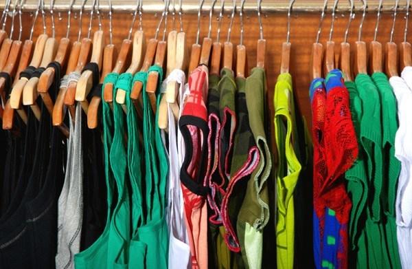 ideas-para-ganar-dinero-extra-arreglando-ropa