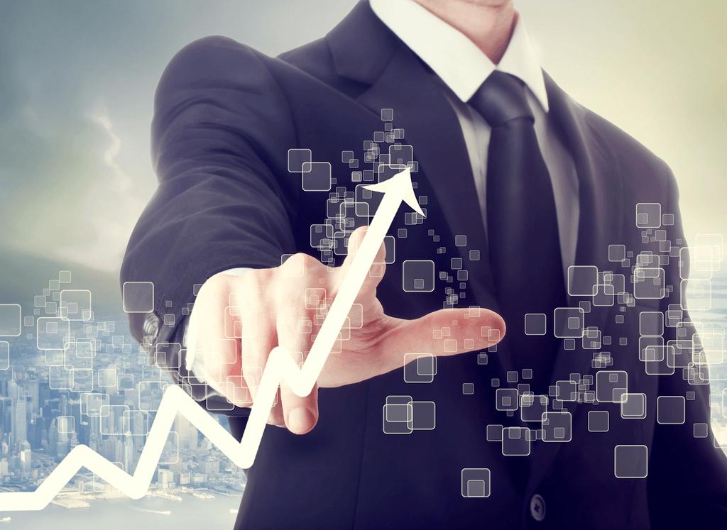 Plan-Compromiso-Empresa-Ventajas-oficinista-dibuja-flecha-en-crecimiento