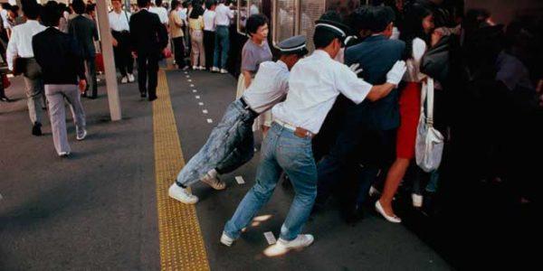 trabajar-de-empujador-de-metro