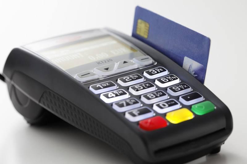 desventajas-usar-tarjeta-credito-viaje-datafono-pago-tarjeta-de-credito