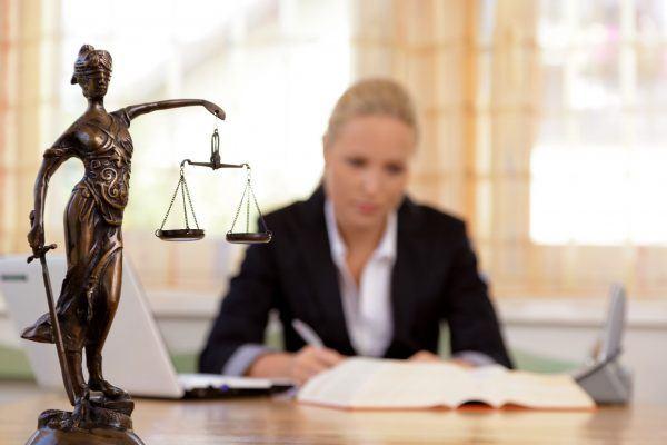 sueldo-de-un-abogado