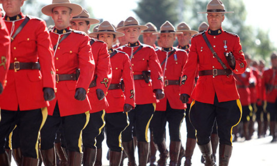 como-trabajar-y-vivir-en-canada-policia