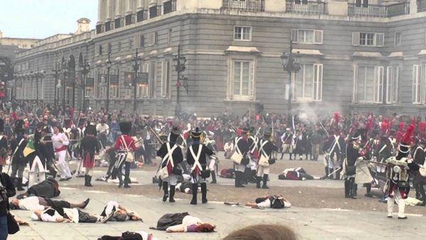 Representación de lo ocurrido en las puertas del Palacio de Oriente o Palacio Real