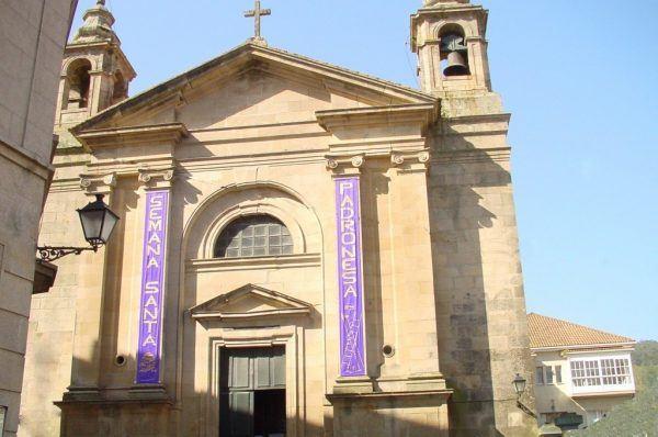 Exterior iglesia de Padrón