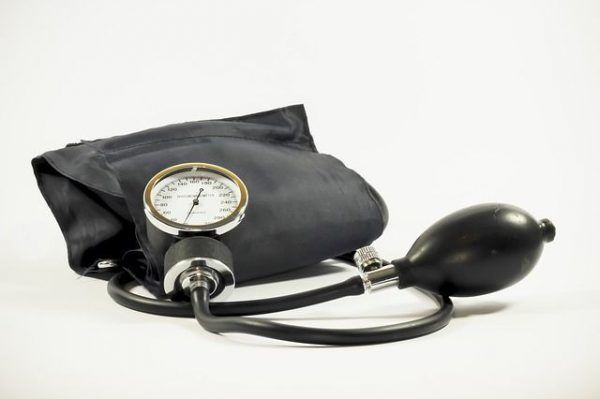 tarjeta-sanitaria-europea-sanidad-tensiometro