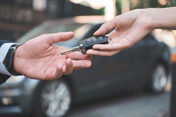 Pagar coche al contado