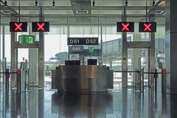 como-anular-mi-viaje-por-coronavirus-aeropuerto-istock