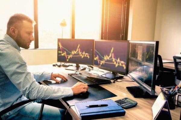 Cuales son las diferencias entre un trader y un broker