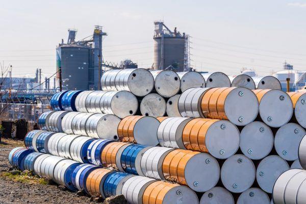 Por que baja el precio del petroleo barriles precio