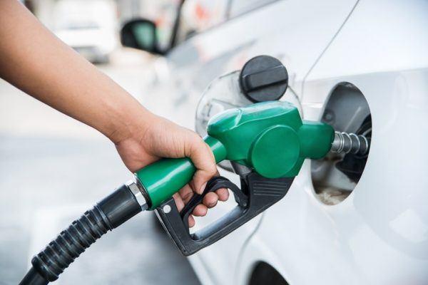Por que baja el precio del petroleo