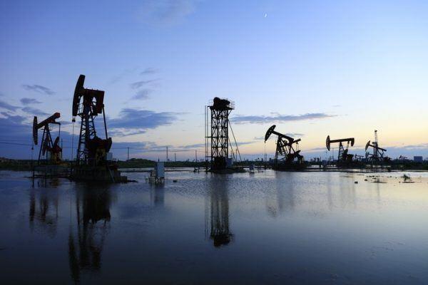Por que baja el precio del petroleo usa