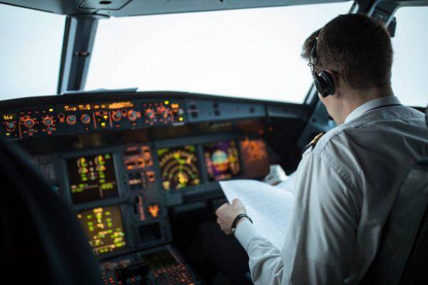 Cuanto cobra piloto de avion por hora