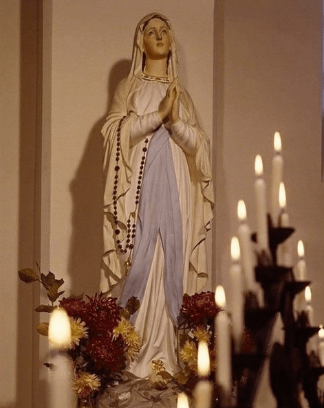 Cuándo es el Día de la Inmaculada Concepción 2020 imagen con velas
