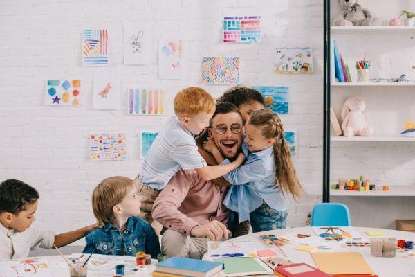 ¿Cuál es el sueldo de un profesor de Infantil? Oposiciones