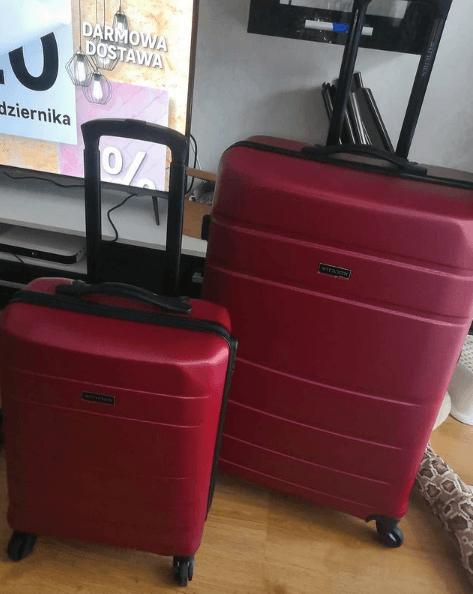 Los mejores consejos y trucos para ahorrar viajando pesa la maleta