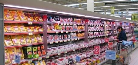 persona_hace_compra_supermercado